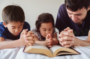 religious-father-praying-with-children