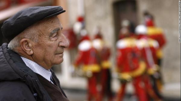 151103120643-italian-elderly-man-exlarge-169