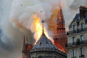 TOPSHOT-FRANCE-FIRE-NOTRE DAME